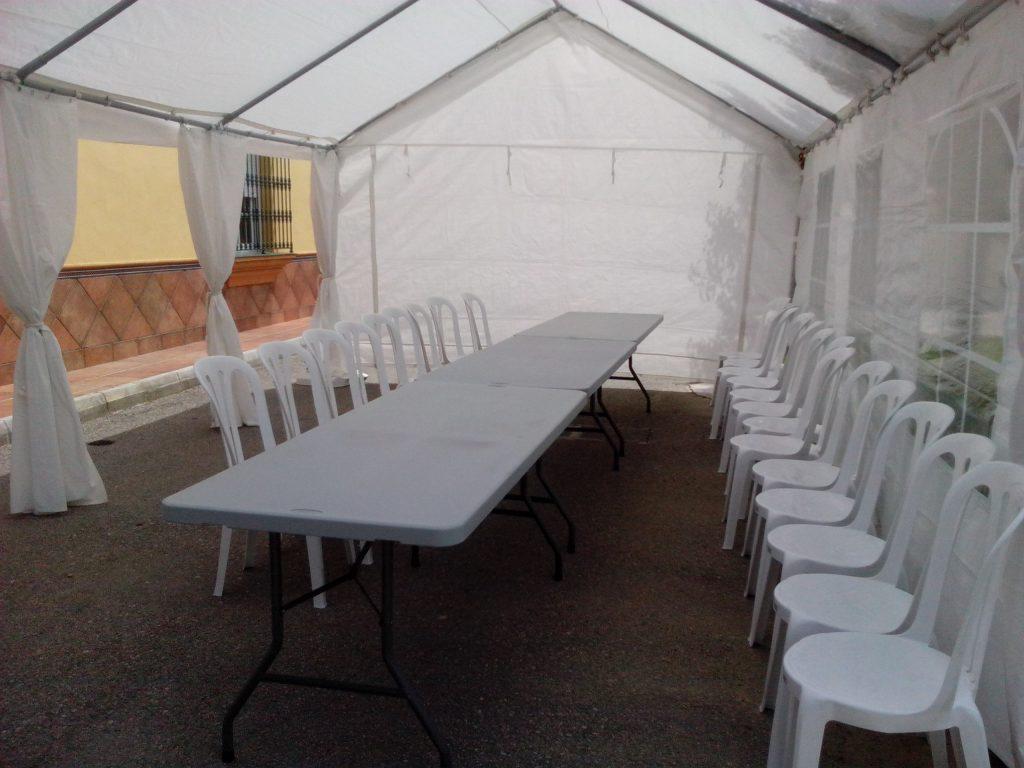 carpa de 4x6 metros con mesas y sillas
